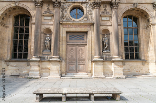 Obraz na plátne Antique inlaid wooden door with carved stone structure in an ancient palace in Paris
