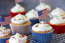 American Flag Cupcakes For Jul...
