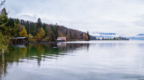 Fotografía Mountain alpine autumn overcast evening lake Walchensee view, Kochel, Bavaria, Germany