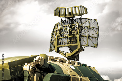 Fotografering Tracking radar of the anti-aircraft combat vehicle missile system