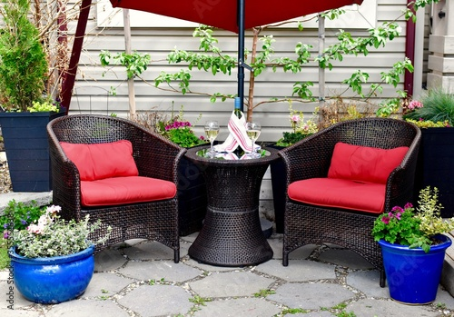 Obraz na plátně Outdoor oasis on summer patio in home landscaped garden to relax with afternoon