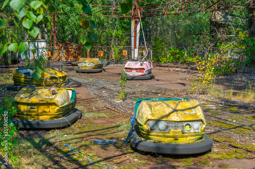 Valokuvatapetti Old bumper cars at Pripyat amusement park in the Ukraine