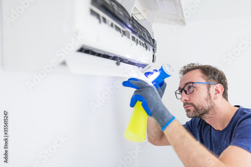 Photo Aircondition service and maintenance, fixing AC unit and cleaning / disinfecting the filters from dangerous pathogens