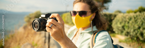 Cool beautiful happy girl woman traveler by the sea with a mask on her face, sty Fotobehang