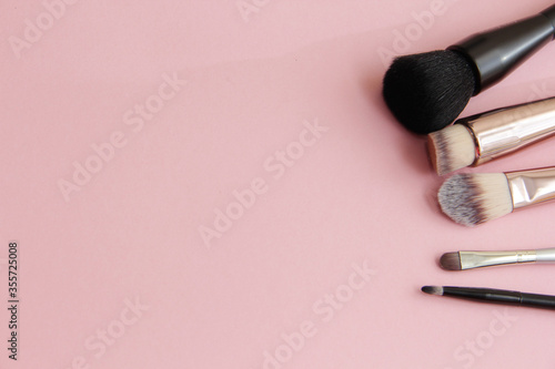Fotografiet makeup brushes on a pink background
