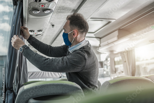 Obraz Bus Coach Driver Preparing His Vehicle For Another Trip - fototapety do salonu