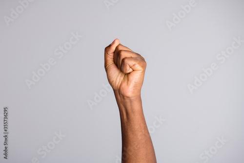 Fotografía Closeup photo of black skin arm crowd leader people protesting uprising strike a