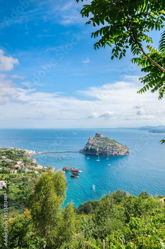 Fotografía Vertical lanscape: Aragonese fortress in Ischia island, Italy