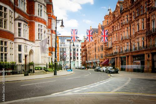 Obraz Street scene in Mayfair, an upmarket area of Londons West End  - fototapety do salonu
