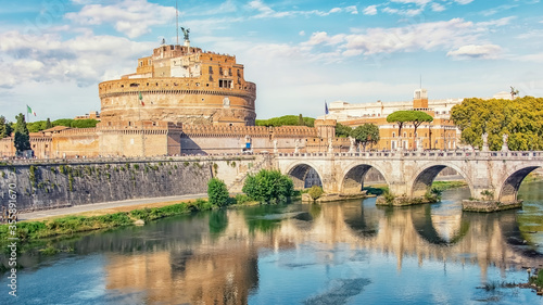Foto Castle Sant' Angelo next to the Tiber River and the Vatican in Rome