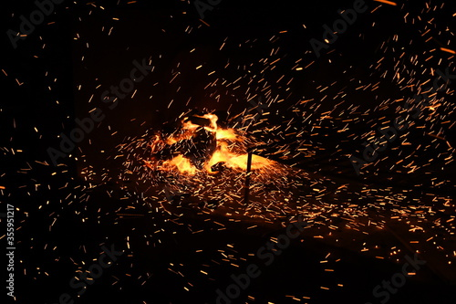 fuego, llama, fogata, fogata, calefaccion, caliente, noche, quemados, madera, ac Wallpaper Mural