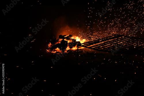 fuego, llama, fogata, fogata, calefaccion, caliente, noche, quemados, madera, ac Canvas Print
