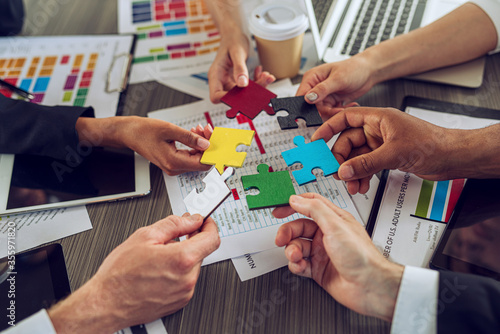 Fototapety, obrazy: Teamwork of partners. Concept of integration and startup with puzzle pieces