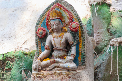 Photo Old stone Buddha statue in Kathmandu city, Nepal