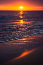 Atardecer En Una Playa En Tono...