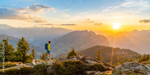 Tela Sonnenuntergang in den Bergen