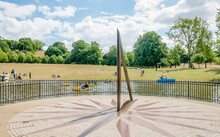 Greenwich, London, England, UK - 30 July 2015: A Sundial Is A Device That Tells The Time Of Day When There Is Sunlight By The Apparent Position Of The Sun In The Sky. Greenwich Park, London,