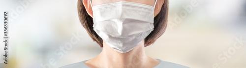 マスクを着けた女性 Canvas Print