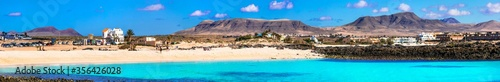 Foto Wonderful beaches with turquoise sea of Fuerteventura island El Cotillo in northern part