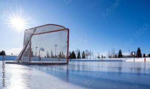 Hockey net on clear sunny winter day with sunburst on fresh ice Billede på lærred