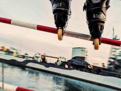 Fotografie, Obraz freestyle skating jump and slide in city harbor