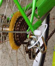 2020年6月4日八王子市で撮影:駐輪場の自転車のギア部分を撮る