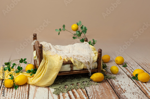 the wooden bed is decorated with lemons Fototapet