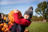 Fototapeta Na drzwi - Boy selecting the perfect pumpkin