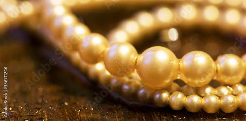Obraz na plátně White pearls, female gift jewelry necklace on brown background