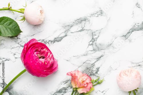 Fototapeta Pink and white flower bouquet on marble background with copyspace obraz na płótnie