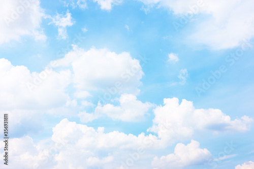 Fototapeta Pastel blue sky with white haep clouds obraz