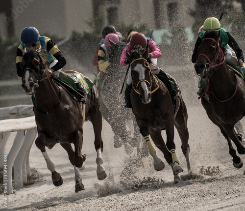Cuadros en Lienzo competitive horse racing in heavy sandstorm.