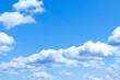 Leinwandbild Motiv Blauer Himmel mit Dicken Wolkengebilde
