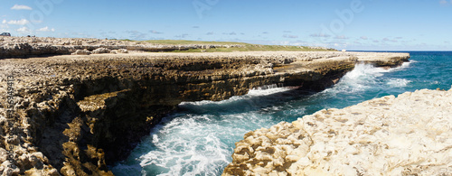 Obraz na plátně Hells gate rock formation and blow hole on the Caribbean island nation Antigua and Barbuda
