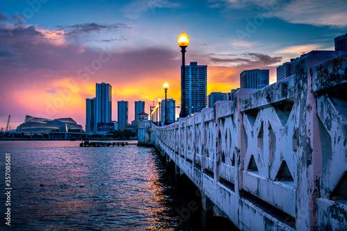 Photo Tarde bajo el puente
