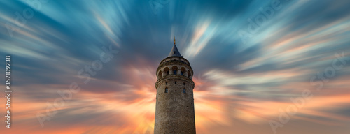 Photographie Galata Tower at sunset - Istanbul, Turkey