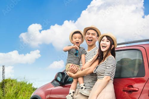 Happy family on  road trip and enjoy summer vacation Tapéta, Fotótapéta