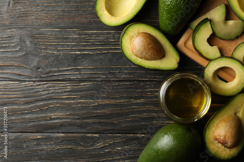 Fototapeta Board, avocado and oil on wooden background, top view obraz