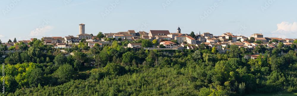 Fototapeta Panorama du village de Puymirol, Lot-et-Garonne, France