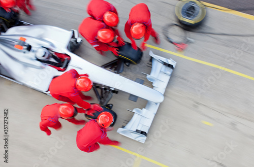 Fotografie, Obraz Racing team working at pit stop