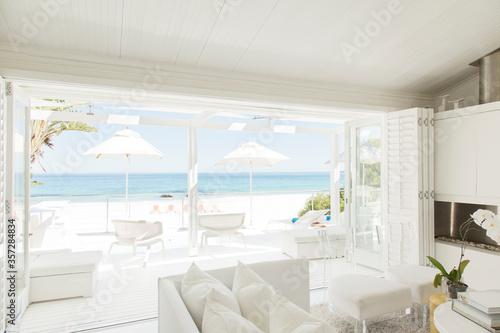 Fotografia, Obraz Modern living room overlooking beach and ocean