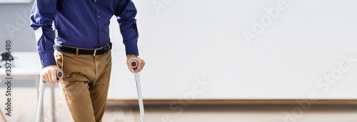 Fotografía Handicapped Man Walking With Crutches