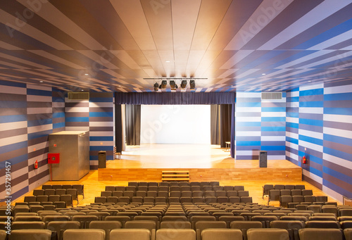 Photo Seating and stage in empty auditorium
