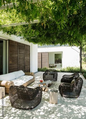 Fotografia Armchairs and sofa on luxury patio