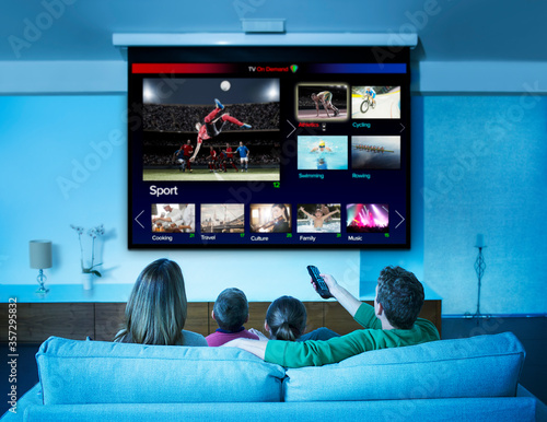 Fotografia Family watching television in living room