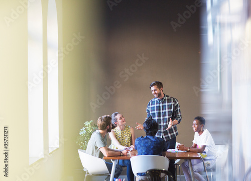 Casual businessman leading meeting at office table Canvas-taulu