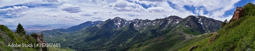 Fotografía Rocky Mountain Wasatch Front peaks, panorama landscape view from Butterfield Canyon Oquirrh range toward Provo, Tooele Utah Lake by Rio Tinto Bingham Copper Mine, Great Salt Lake Valley in spring