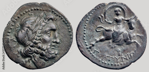 Photo Aureus (Coin), Zeus, as a bull carries Europa, after having abducted her