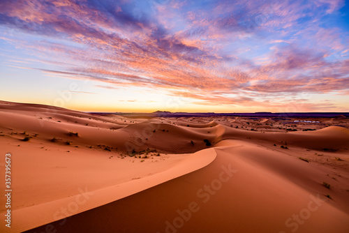 Dramtic and colorful sunrise at the Sahara desert: Earth's Largest Hot Desert Fototapete