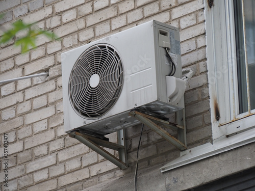 Fototapety, obrazy: old outdoor air conditioning unit on the facade of the house